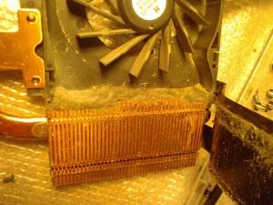 Система охлаждения ноутбука перед очисткой